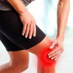 Боль в колене при ходьбе — возможные причины и что делать