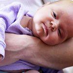 Кривошея у новорожденных: признаки, причины появления и лечение (с фото)