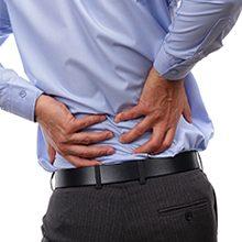 Если ноет и сильно болит поясница: причины, диагностика и что делать