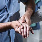 Какой врач лечит остеопороз — к кому обратиться