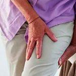 Болит и тянет ногу от бедра до колена: причины и что делать