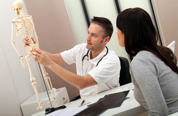 Ортопед с пациентом