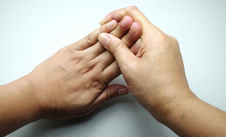 У женщины онемели пальцы