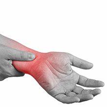Боль в запястье руки: причины, чем это опасно и как лечить