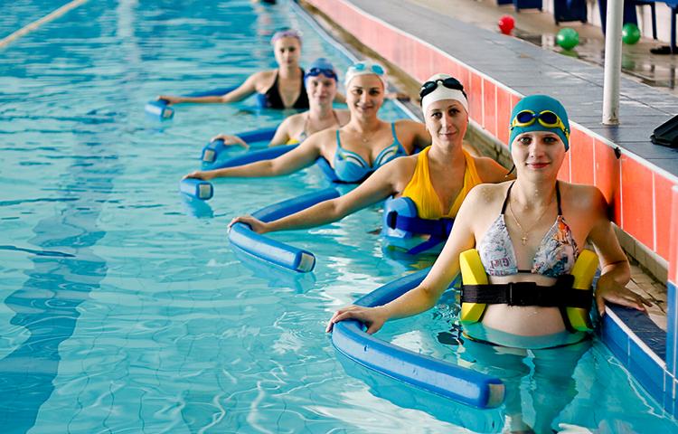 Упражнение в бассейне