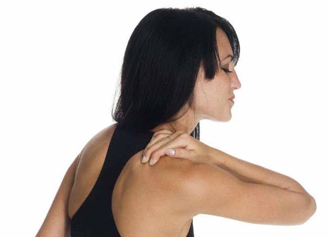 Боль у женщины при поднятии