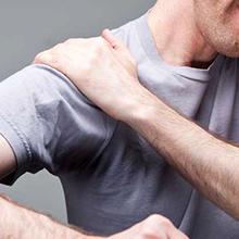 Боль в плечевом суставе при поднятии руки