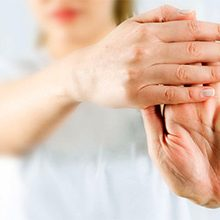 Если болят суставы пальцев рук при беременности: причины и что делать