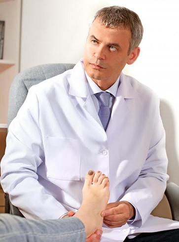 Доктор проводит осмотр
