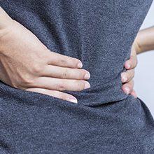 Резкая боль в области поясницы: возможные причины и  что делать