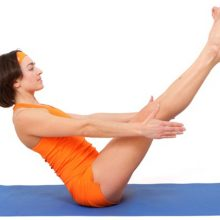 Йога при грыже позвоночника: чем полезна и как выполнять