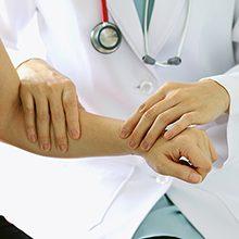 Какой врач лечит артроз — к кому обратиться