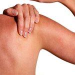 Боль в плечевом суставе (левой и правой руки): причины и лечение
