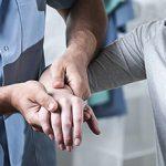 Какой врач лечит и занимается суставами — к кому обратиться