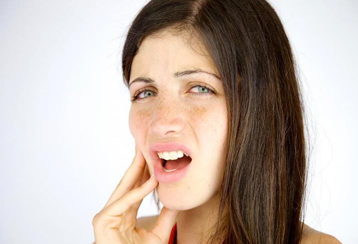 Сильная боль в челюсти
