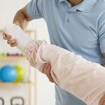 Реабилитация после перелома шейки бедра: правила и упражнения