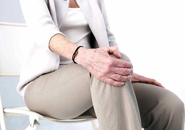 Ноет колено в состоянии покоя в месте чашечки, почему оно болит