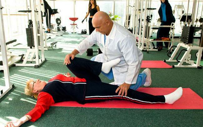 Бубновский проводит упражнения