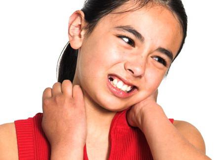 Болит шея у девочки