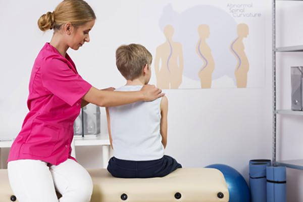 Ортопед с мальчиком