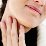Ком в горле при остеохондрозе шейного отдела: причины и что делать