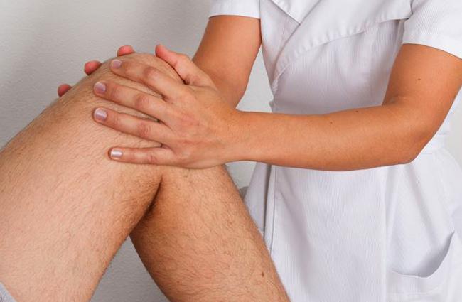 Поглаживание колена