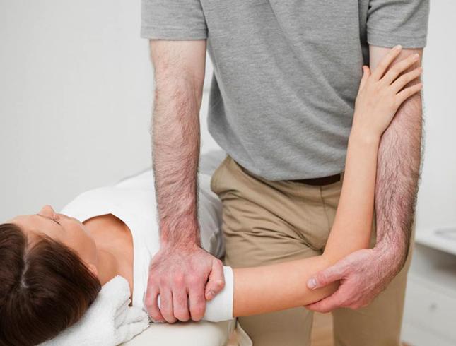 Работа специалиста с плечом