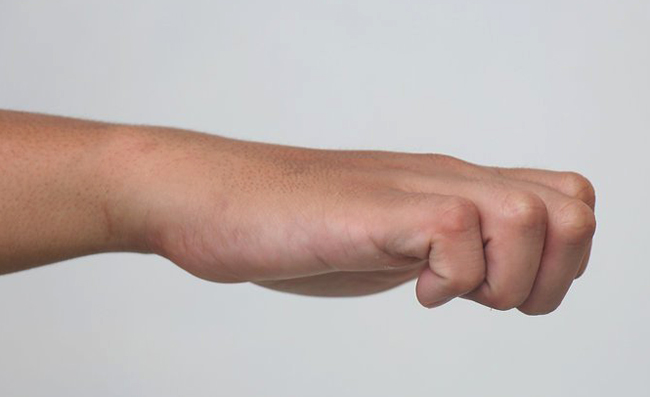 Сжатие руки в кулак