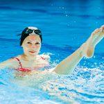 Плавание при артрозе коленного сустава: польза и упражнения