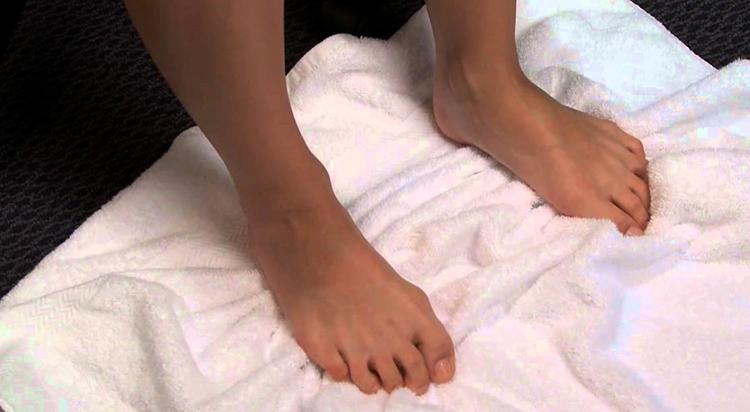 Упражнение с полотенцем