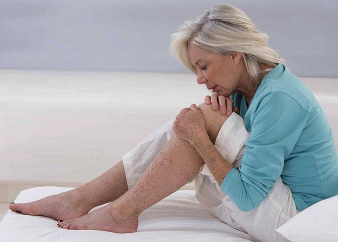 Боль в суставах у женщины