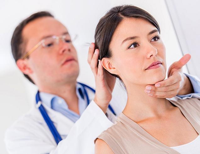 Доктор проводит диагностику