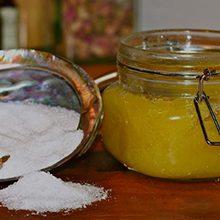 Мед с солью для суставов: полезные свойства и применение