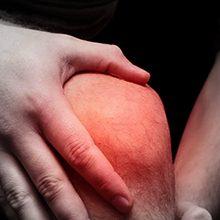 Если болят локти и колени: возможные причины и что делать